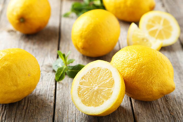 Limoni per il sorbetto limone e liquirizia